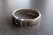 Auch ein Ring kann zum Pendeln verwendet werden.